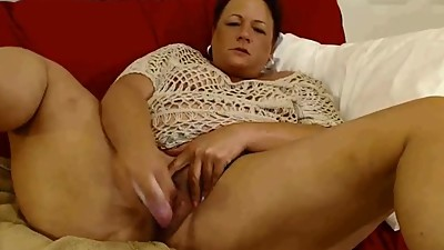 BBW mature dildoing her pussy on cam