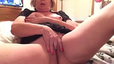 Fingering hairy cunt