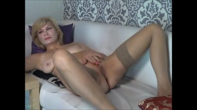 Horny mature wife (hotsexyirene)..