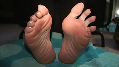 Mature latin hot soles teasing
