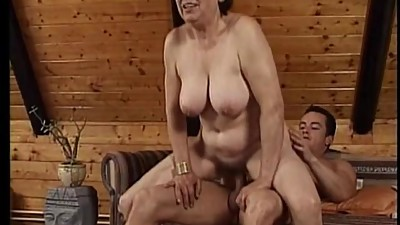Chunky mature lady gets fucked on a..