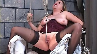 Jennifer spreads wide for a pussy..