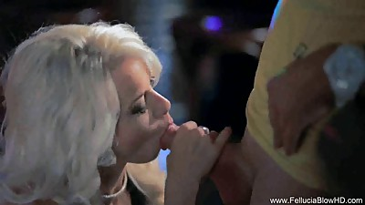 Blowjob That Sparkles In the Club