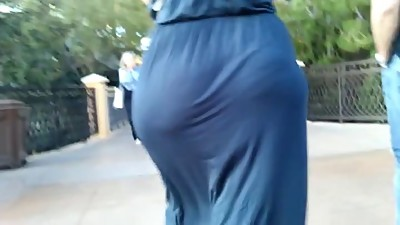 Big booty jiggling in dress  2015