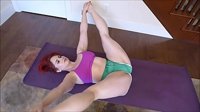 PAWG MILF Yoga Hip Stretch