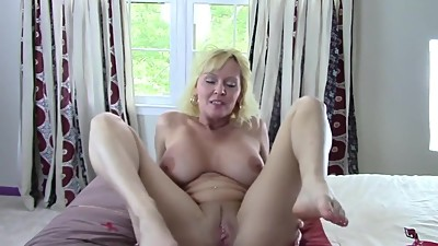 Blonde Amateur Mom JOI