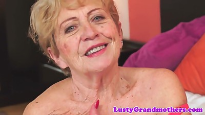 Chubby granny screwed after rubbing..
